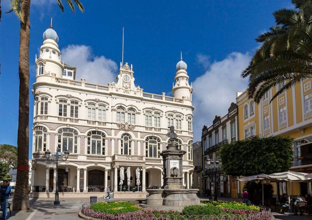 The iconic Gabinete Literario in Las Palmas, famous for its detailed architecture and decoration.